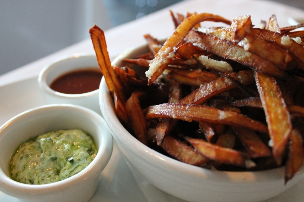 boniato garlic fries