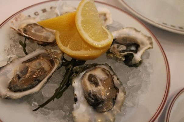 1/2 dozen huîtres (oysters)