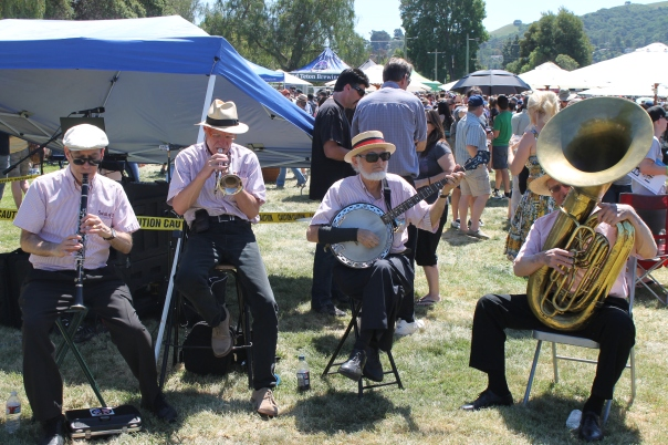 a dixieland band delighted during the interlude between stage sets