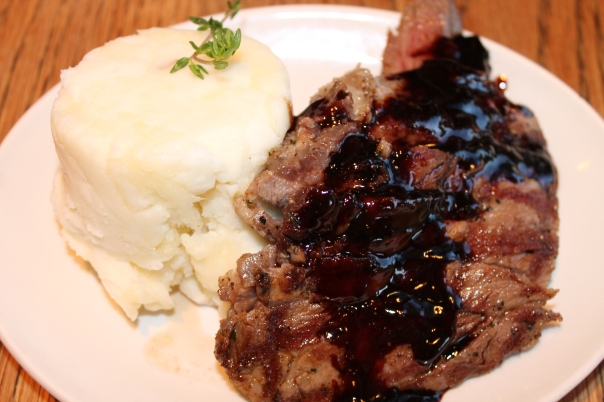 ibérico presa a la plancha with mashed potatoes & spanish wine reduction