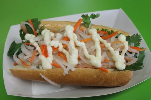mi banh mi hot dog at buldogis gourmet hot dogs banh mi hot dog at ...