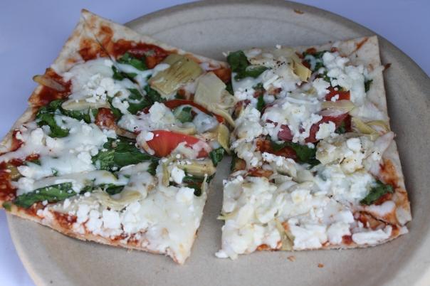 garlic artichoke veggie pizza