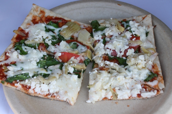 garlic artichoke veggie pizza