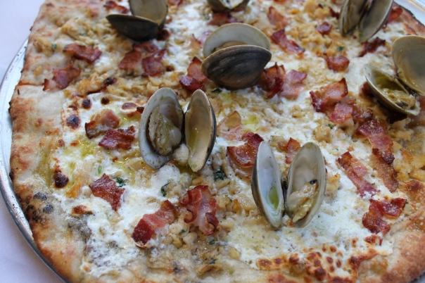 white pie with clam & garlic